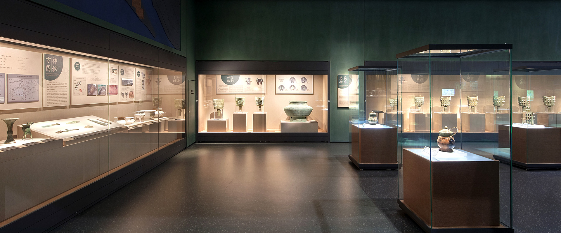 Custom museum showcase and exhibition supporting system